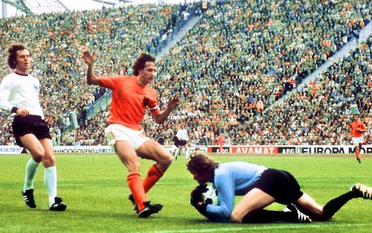 Fase di gioco della finale, Maier in anticipo su Cruyff - blitzquotidiano.it
