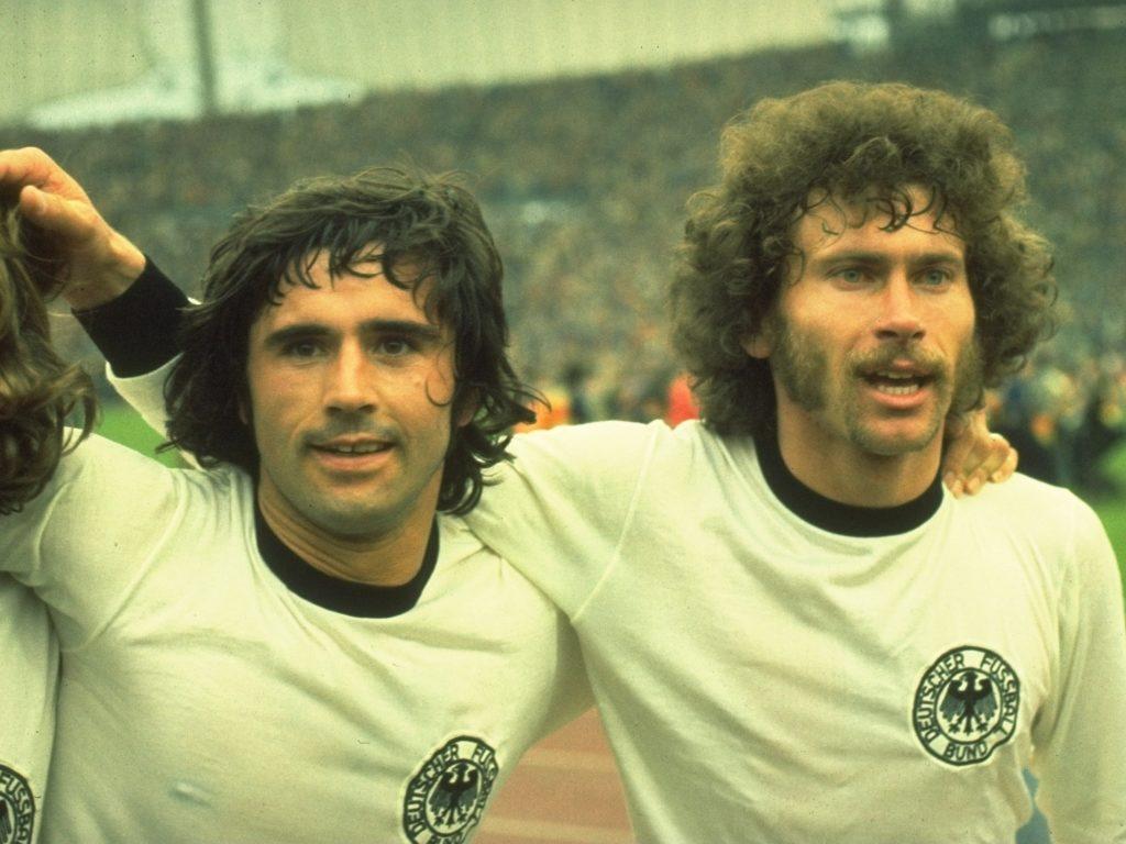 Muller e Breitner - goal.com