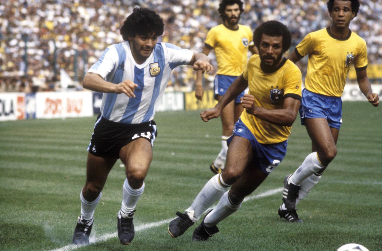 Maradona e Junior, nella sfida del Sarria - tsxdzx.com