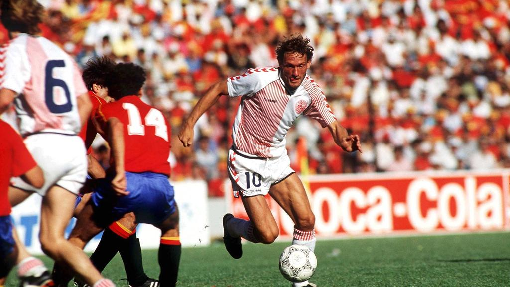 Elkjaer in azione contro la Spagna - thenational.ae